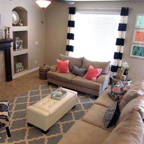 coral and navy living room coral deco and navy fleur chinoise pillows beautiful homes pillows navy and