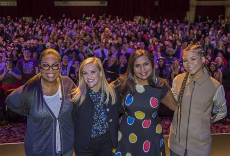 mindy kaling julia powell mindy kaling attends first public event since birth of
