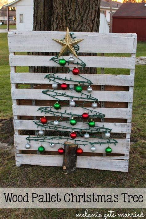 christmas decorations made from wood pallets it in the mitten wood pallet tree
