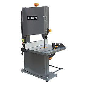 screwfix bench titan ttb705bds 80mm bandsaw 230 240v bandsaws