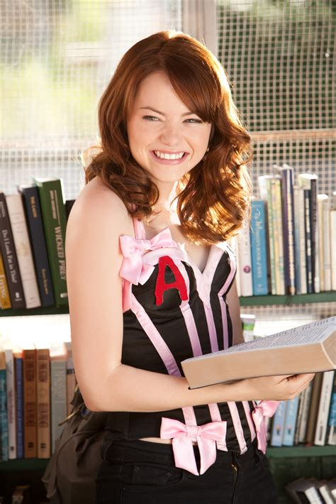 emma stone new film emma stone cast as gwen stacy in spider man collider