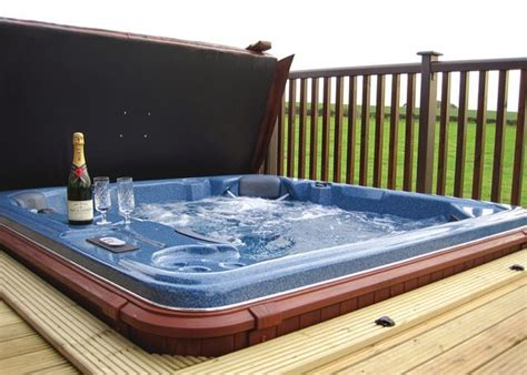 Log Cabins In York With Tubs by 4 Jaw Dropping Cabins Lodges In Northumberland With