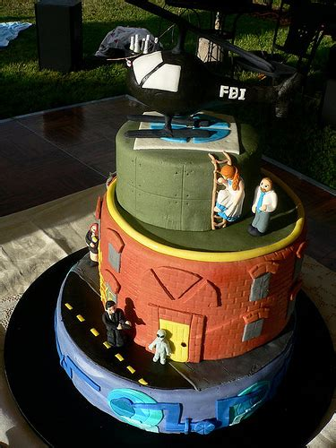 X Files Wedding Cake by 20 Geektastic Wedding Cakes That Make Getting Married Seem