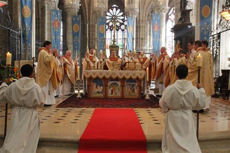 Buku Diaken Dalam Gereja Penguasa Atau Pelayan siapa pelayan perayaan sakramen ekaristi hidup dalam terang sabda