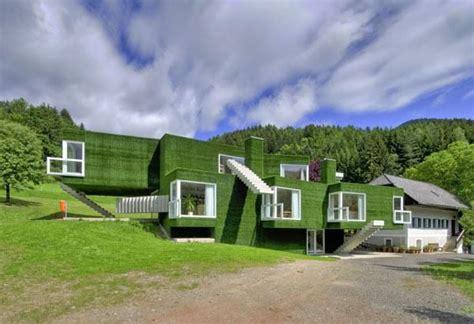 la casa de cubierta verde