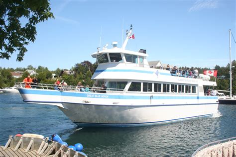 boat tours ontario file tour boat great blue heron in tobermory ontario jpg