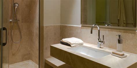 bagno travertino bagno con doccia in travertino chiaro pietre di rapolano