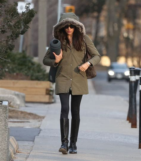 meghan markle out shopping in toronto 12 11 2016 hawtcelebs meghan markle out and about in toronto 03 11 2017