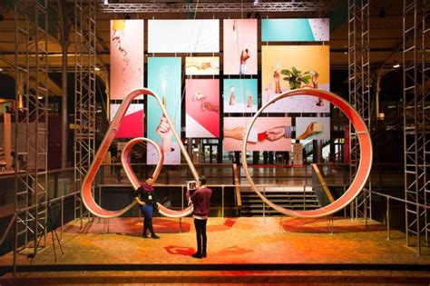 airbnb funding airbnb closes 1 billion funding in its series f round
