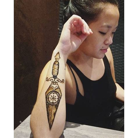 henna tattoo instagram stain your skin with these rad henna tattoo designs tattoodo