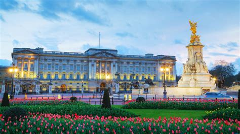the best places in buckingham palace big buckingham palace is a dump a peek the facade