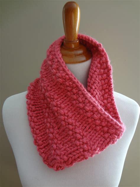 free cowl knitting pattern fiber flux free knitting pattern bubblegum cowl