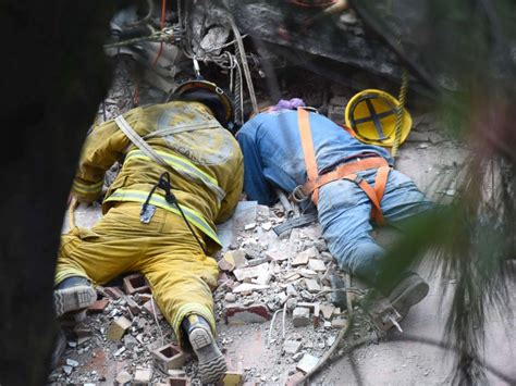Search In Mexico 230 Dead In Mexico Quake As Rescuers Desperately Search For Survivors Abc News