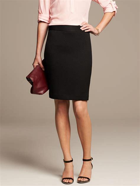banana republic tonal texture pencil skirt in black br