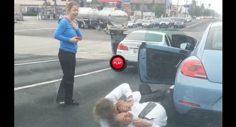 Rage Fight Lawyer And Retired Cop In Ties Get Into A Road Rage Fight In La