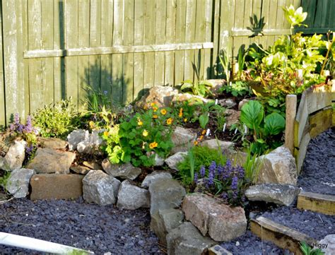 Rockery Designs For Small Gardens Pictures Of Small Garden Small Garden Rockery Ideas