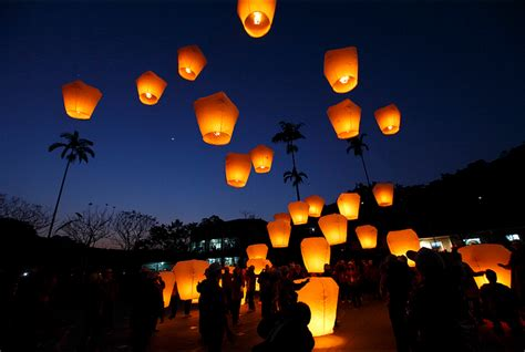 candele cinesi volanti lucky sky lantern in quot tangled quot
