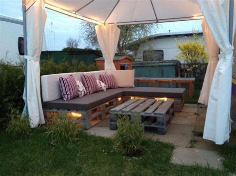 in pallets in the patio pallet lounge with table sofa