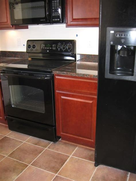 Black Appliances In Kitchen | how to decorate a kitchen with black appliances