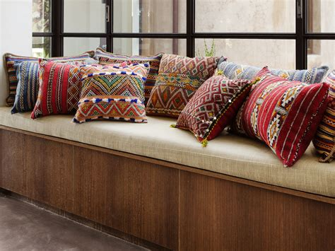 Buy Customized Cushions in Dubai,Abu dhabi   DubaiInteriors.ae