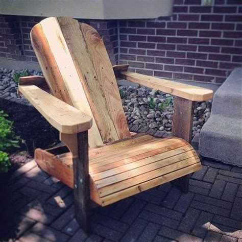 diy comfortable chair diy comfortable pallet adirondack chair 101 pallets