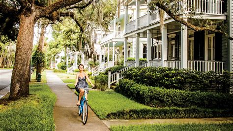 best small towns to live in the south s best small towns 2017 southern living