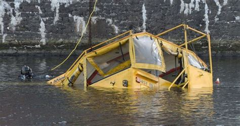duck tour boat sinks liverpool liverpool duckmarine sinking family feared for their lives