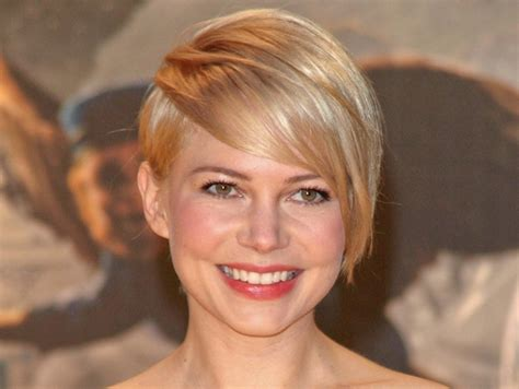 hairstyles for growing out a pixie latestfashiontips com michelle williams grows out short pixie haircut tips