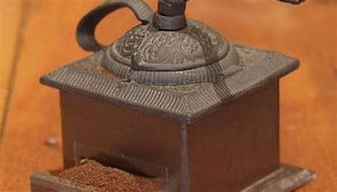 identifying antique coffee grinders  pastimes