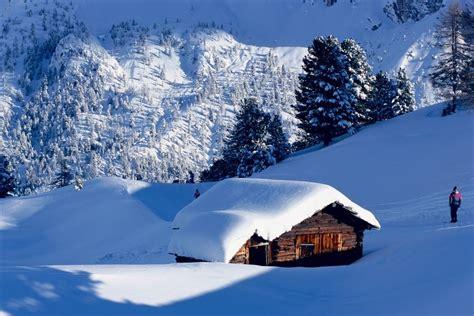 holzhütte im schnee mieten winterwandern natur genie 223 en selva apartments