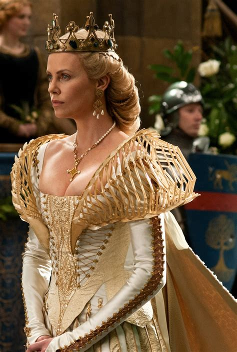 film o grupi queen 17 best ideas about snow white huntsman on pinterest