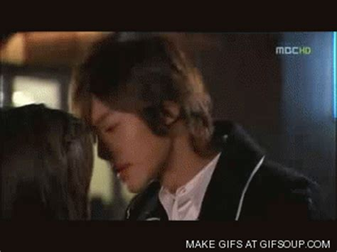 kiss format gif kiss kiss gif find share on giphy
