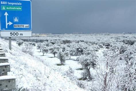 meteo a candela neve chiuse le strade provinciali 95 per candela e 143
