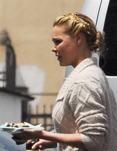 heigl takes a break to take some puffs from her electronic cigarette isaiah washington patrick dempsey katherine heigl ellen