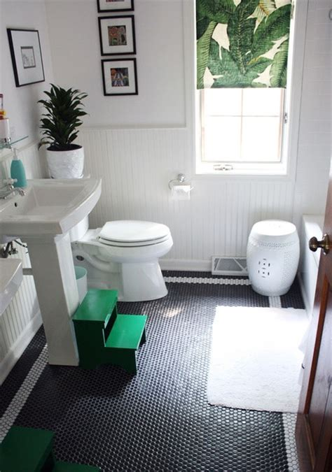 kelly green bathroom kelly green black and white bathroom bathrooms pinterest