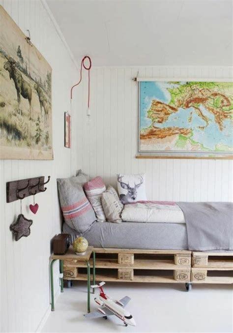 sehr niedriges bett bett aus paletten im eigenen schlafzimmer inspirierende