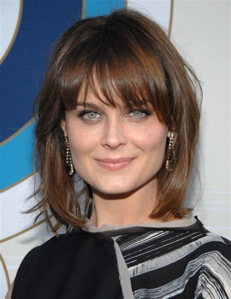 shoulder length hair with wispy bangs emily deschanel medium straight cut with bangs emily
