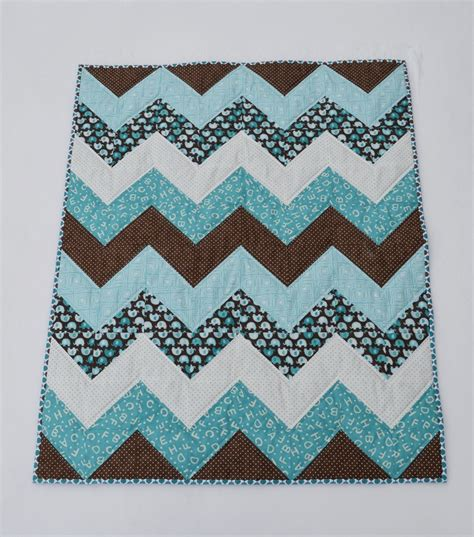 Free Chevron Quilt Pattern by 25 Best Ideas About Chevron Baby Quilts On