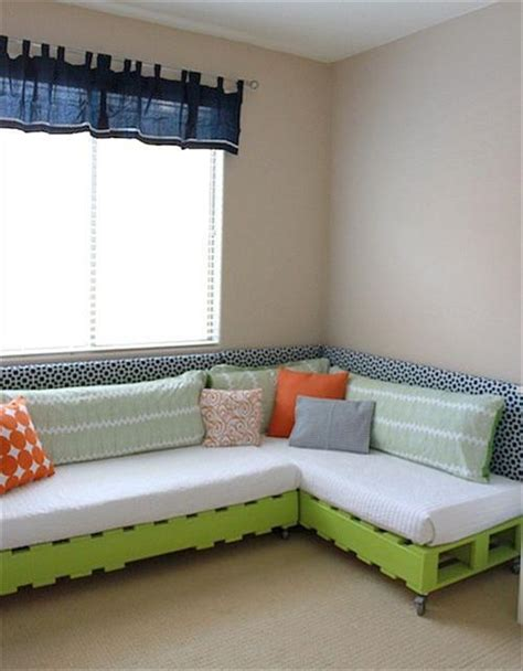 Pallet Sofa Bed How To Decorate Your Pallet Pallets Designs