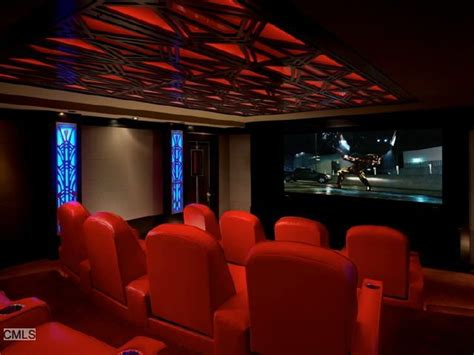 Home Theater Merk Visilux M 512 and black cave home theater