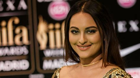 indian actress in hollywood film sonakshi sinha doesn t want to do hollywood films the