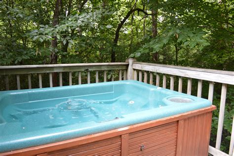 Cottages For Couples With Tubs by Tipton S Cabin Rentals Dsc 5247