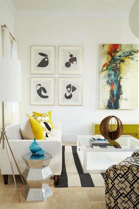 Hermoso  Cuadros Para Dormitorios Modernos #8: Salon-moderno-cuadros-distintos-decorando-pared.jpeg