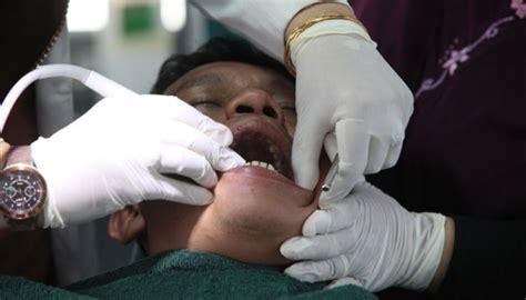 Membersihkan Karang Di Dokter Gigi beginilah nasib dokter gigi penebar horor dunia tempo co