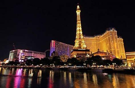 Souvenir Prancis Pajangan Replika Bentuk Menara Eiffel jogja dan perancis kerja sama usung menara eiffel ke taman pintar