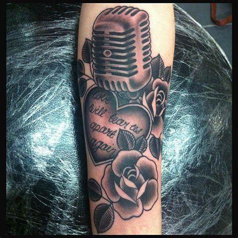 tattooed heart mic feed meer dan 1000 idee 235 n over microfoon tatoeage op pinterest