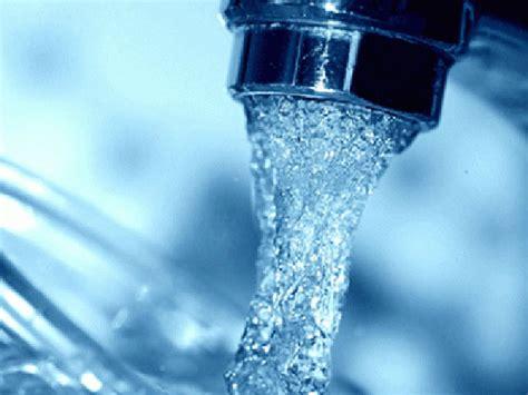 bere l acqua rubinetto italia al quinto posto in europa per qualit 224 dell acqua