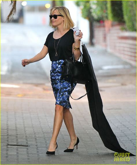 Reese Witherspoon Carries The Ysl Yris by Reese Witherspoon Steps Out After The Intern News Photo