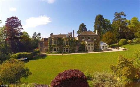 A Mansion For David Beckham Say No Way by David And Beckham Preparing To Spend 163 5 4m On A