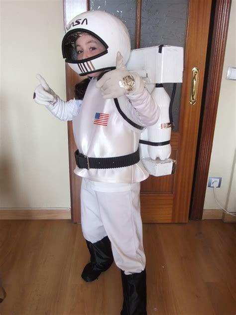 astronauta de material reciclado disfraces astronauta caseros imagui